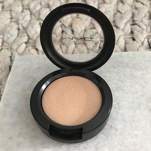 MAC Cream Colour Base - Treat Me Sweet